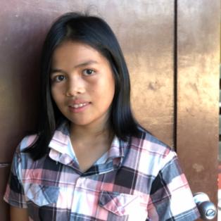 ハウスキーパーの女の子_ルンビア中学
