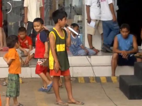 フィリピンの子どもの歌唱力がスゴイ!ホイットニー・ヒューストン、セリヌ・ディオンの名曲を熱唱!