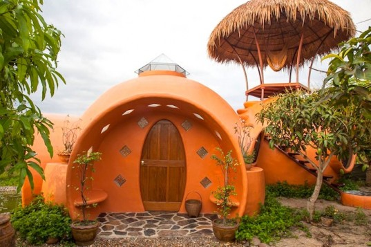 Thai-Dome-Home-by-Steve-Areen-01-537x357