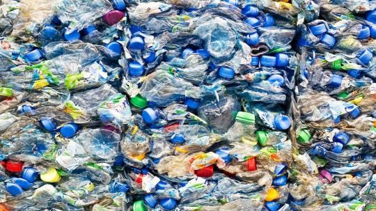 1682507-poster-1280-plastic-bottles