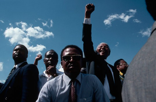1994: Bodyguards keep close watch of Nelson Mandela