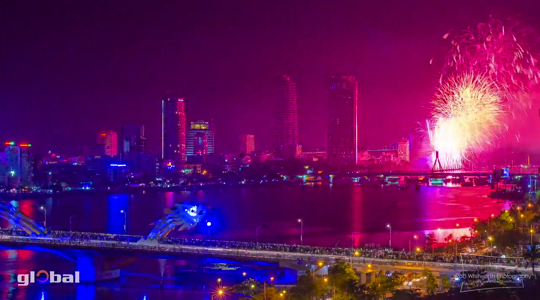 Vietnamu fireworks competition08