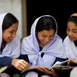 800_bangladesh_oldergirlsreading