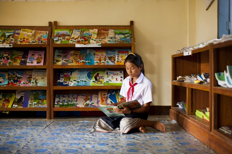 800_laos_readinginquietcorner_peterstuckings