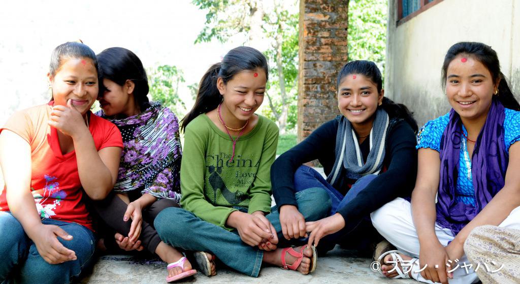 ネパールでプランの活動に参加する女の子
