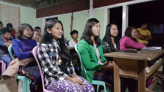 ミャンマーの学校にて